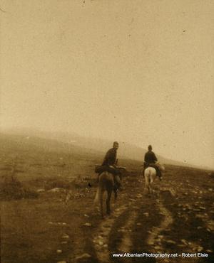 Lóháton a hegyekben, 1903.