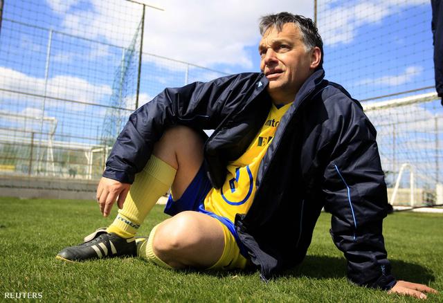 Orbán Viktor a felcsúti Puskás Akadémia gyepén
