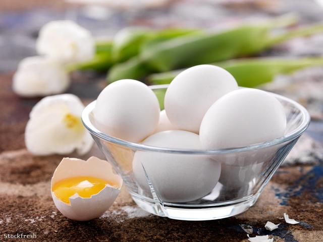 Ezek illusztrációnak használt tojások, korántsem olyan aprók, mint az angol gazda tyúkjáé.