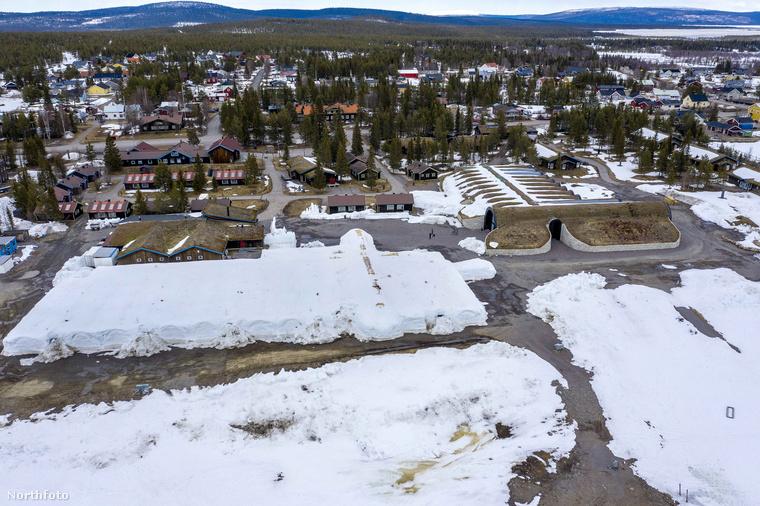 A nem különösebben hivalkodó nevű Ice Hotel tehát a svédországi Jukkasjarviban található, igaz, a külleme nem különösebben utal eredeti mivoltára.