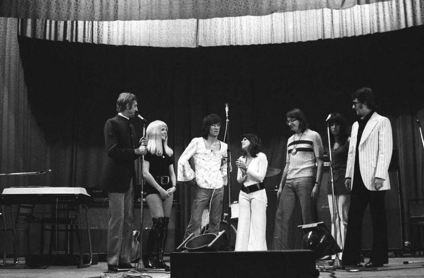 Ősz Ferenc humorista, Cserháti Zsuzsa, Delhusa Gjon, Bódy Magdi, Markó András, Vincze Viktória és Payer András 1972-ben.