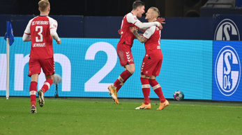 Sallai Roland duplájával nyert a Freiburg a Schalke otthonában