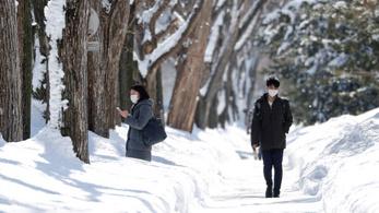 Heves havazás bénította meg Japán egyes részeit