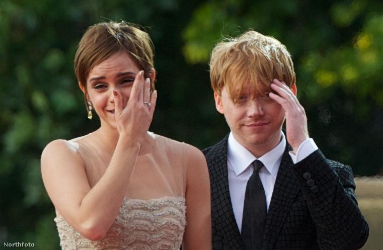 Emma Watsonnak  (alias Hermione) és Rupert Grintnek (Ron) a legutolsó Potter-filmben, a Harry Potter és a Halál ereklyéi második felvonásában kellett csókolózniuk egymással, amire utólag már elpirulva gondolnak vissza.Sosem néztem vissza azt a jelenetet