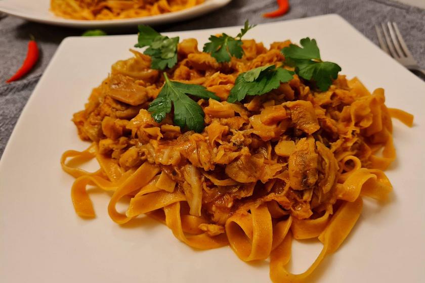 Illatos, édes-savanyú ázsiai tészta házilag: szaftos hús és sok-sok zöldség gazdagítja