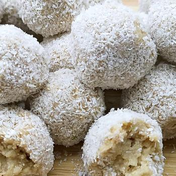 Puha, sütés nélküli almás-fahéjas kókuszgolyó - Cukor helyett méz édesíti