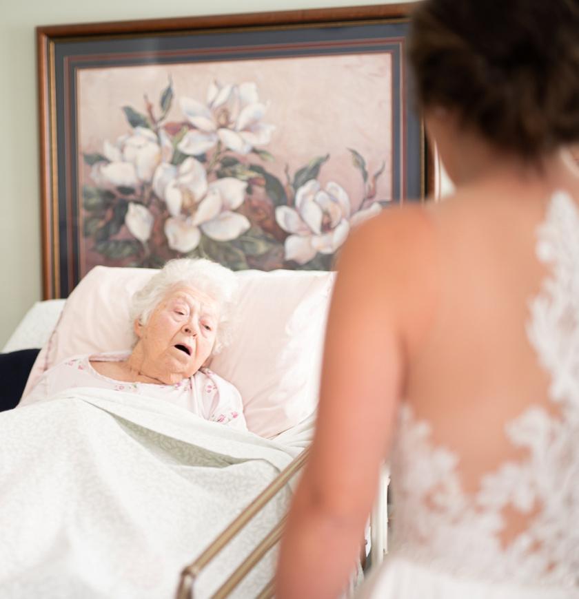A fotós - aki egyébként Bethany osztálytársa volt - elárulta, szem nem maradt szárazon a találkozás során. A nagymama nagyon meglepődött, amikor meglátta unokáját.