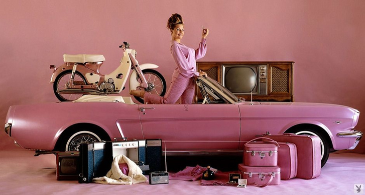 Donna Michelle és a Palymate Pink Mustang