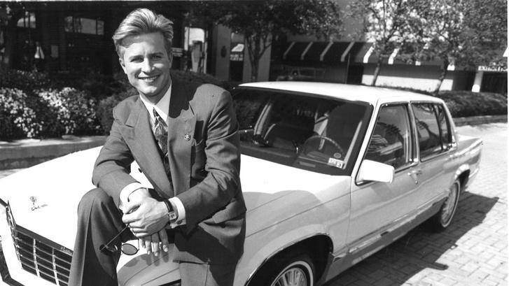 Craig Hogan, az első férfi értékesítő, aki kiérdemelte a Mary Kay Pink Cadillacet