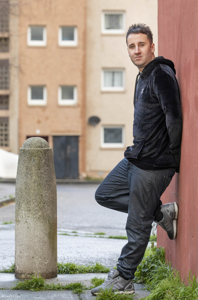 McAulay egyik erőssége, hogy skótságának köszönhetően erős skót akcentussal beszéli az angolt, amit imádnak a rendezők, gyakran biztatják arra, hogy amennyire csak lehet, beszéljen erős akcentussal
