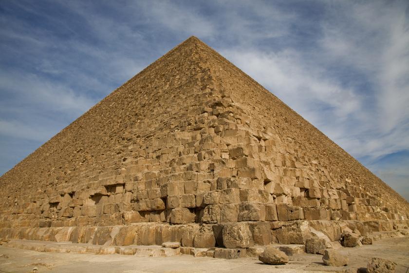 Erre senki sem számított a feltárás közben: 43 méter hosszú, 4600 éves hajót rejtett a gízai nagy piramis