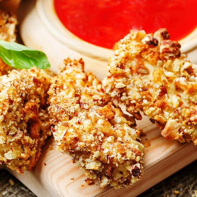 Ropogós, mandulás bundába forgatott csirkemell: így lesz a legfinomabb a rántott hús