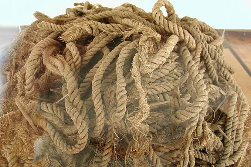 A hajó mellett talált eredeti kötél.