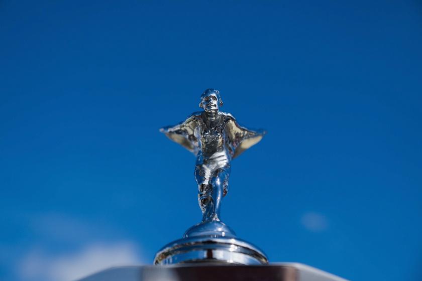 Titkos szerelem ihlette a Rolls-Royce orrdíszét: a luxusautó szárnyas nője tiltott viszonyról mesél