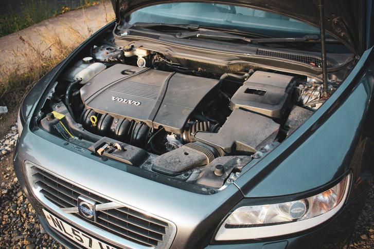 2 liter, 4 henger, benzin, 146 lóerő, 185 Nm