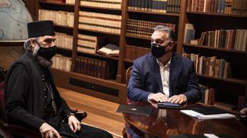 Orbán Viktor átvette a békelángot