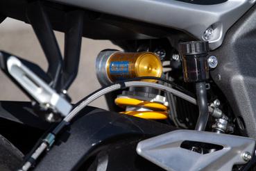 A Triumph STX hátsó gátlójánál is van feljebb, de szüksége csak keveseknek lehet rá