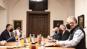 Orbán Viktor egyeztetett a megyei jogú városok képviselőivel