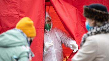 Átlépte a nyolcezret a vírus magyar áldozatainak száma