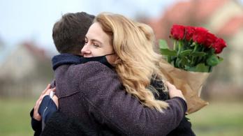 A szépségkirálynő kiszabadult, de száz minszki tüntetőt őrizetbe vettek