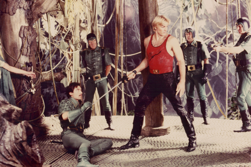 Jelenet a Flash Gordon című filmből.