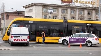 Közlekedési káosz alakult ki a cserben hagyó teherautó miatt Dél-Pesten