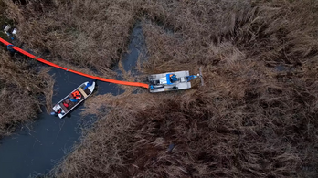 Már 400 tonna veszélyes hulladékot kiszedtek a Ráckevei-Dunából