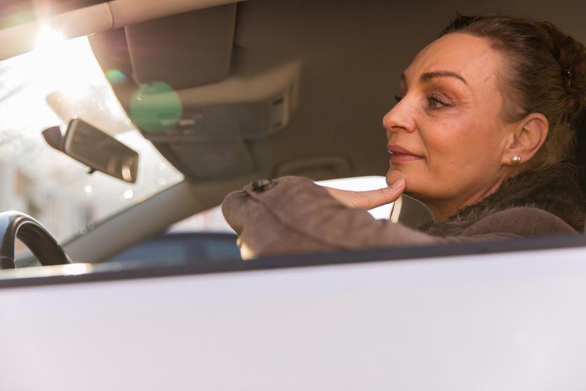 Autós kvíz: mikor villog fehéren a vasúti lámpa? 8 villámkérdés, amit minden sofőrnek illik tudni
