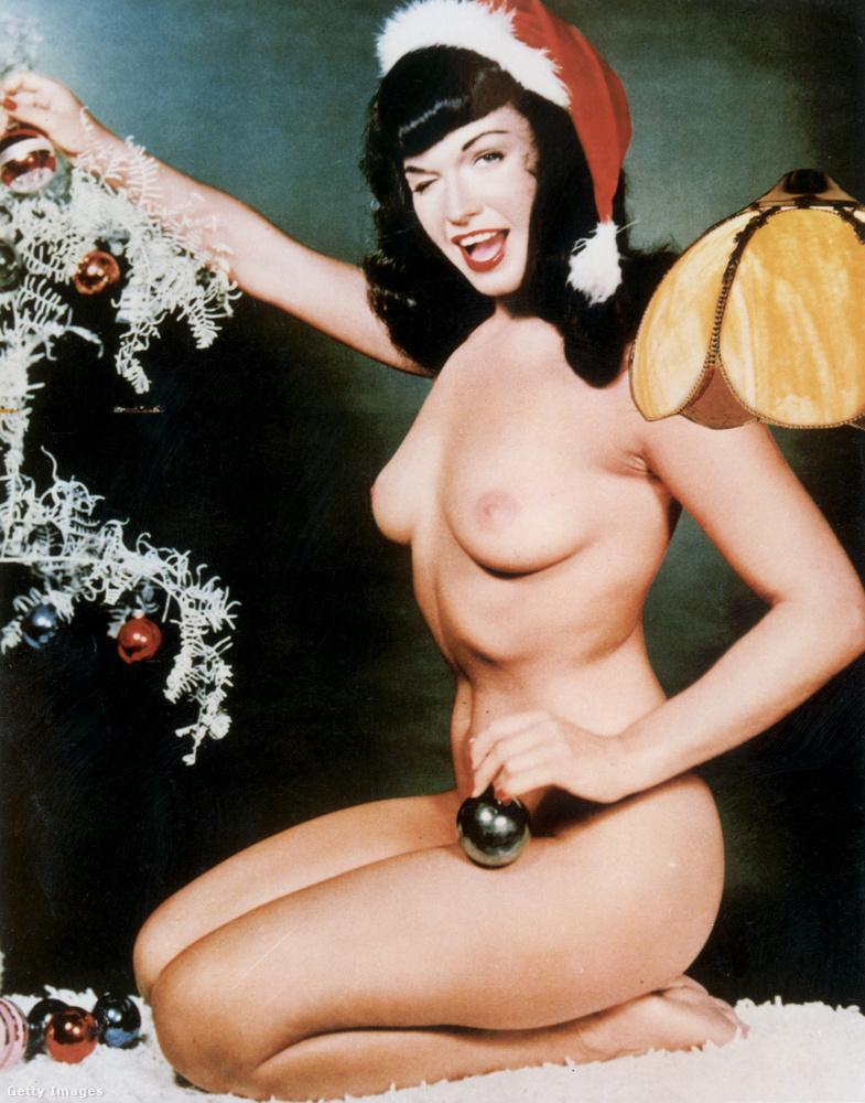 Az ötvenes évek közepén készült ez a fotó Bettie Page ős-glammodell, pin-up-lány, szexszimbólum főszereplésével