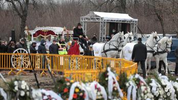 Túl sokan voltak Grófo temetésén, bírságolt a rendőrség
