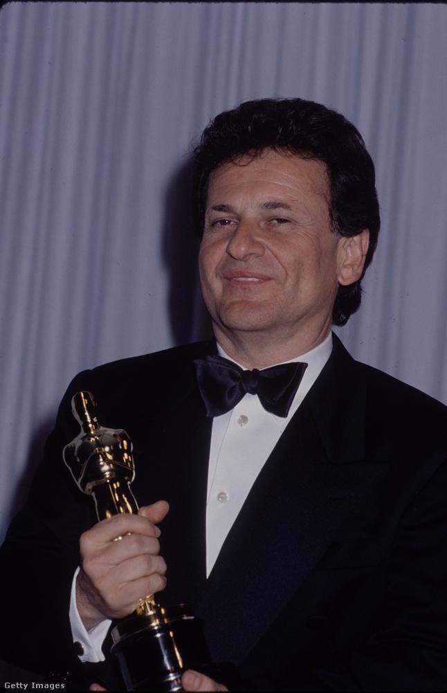 Joe Pescinek két filmje jelent meg 1990-ben: a Reszkessetek, betörők! előtt pár hónappal került az amerikai mozikba a Nagymenők című film