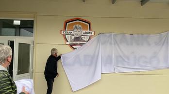 Felavatták a Csank Jánosról elnevezett sportcsarnokot