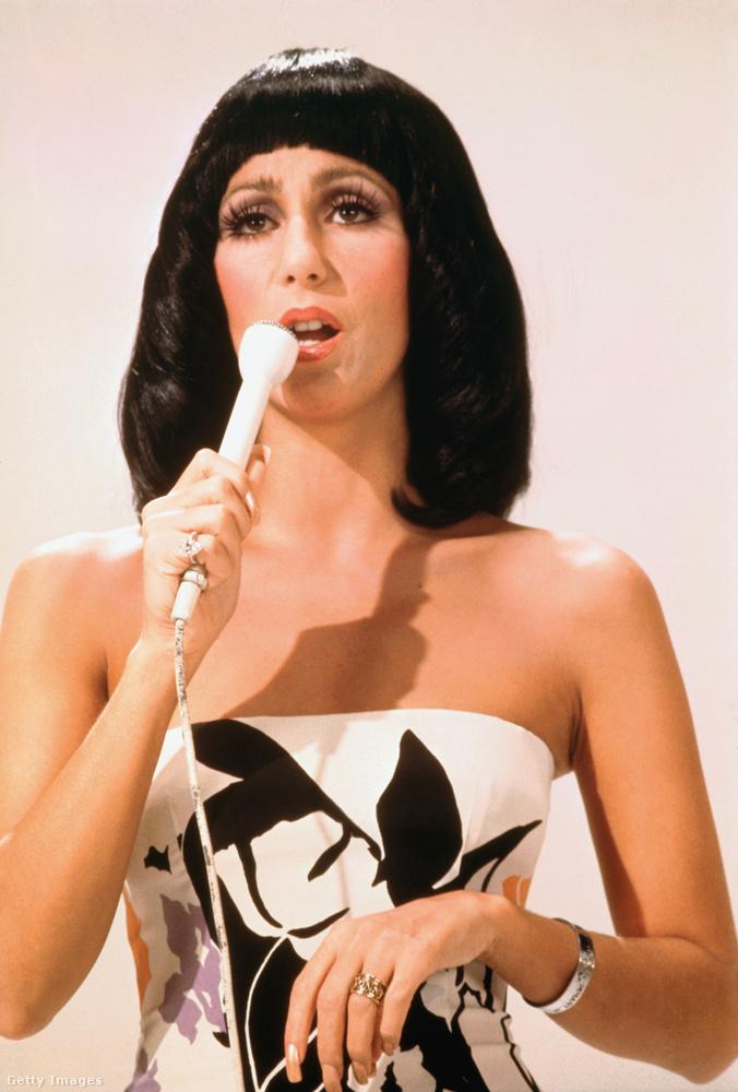 A korszak nagy sztárjai között volt világszerte Cher, akinek az alakja nemcsak a zenére volt nagy hatással, hanem divatot is diktálta, hogy mi volt az, amit Cher viselt többek között ekkori férjével, Sonny Bonóval közös tévéműsorukban.