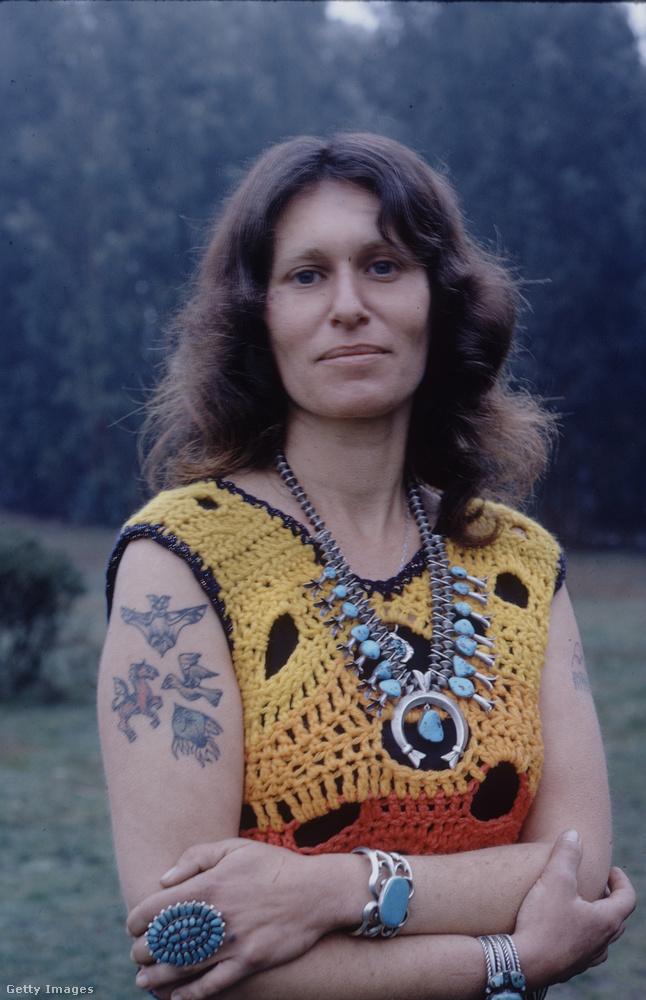 Egy sokkoló újdonságot mutat ez az 1971-ben az USA-ban készült kép:EZ EGY TETOVÁLT NŐ!