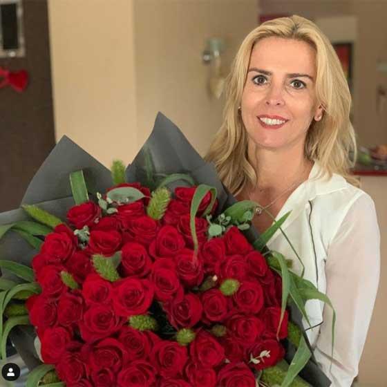 Hajas László ezzel a hatalmas csokor vörös rózsával lepte meg Juditot 50. születésnapján.