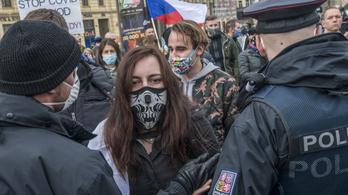 Január 22-ig meghosszabbították a szükségállapotot Csehországban