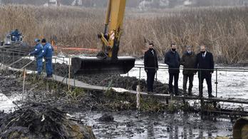 Dunai olajszennyezés: már több mint 10 millió forint nyomravezetői díj