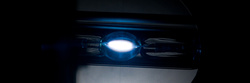 Íme a kínai xenoncső: az ívelhajlás nem látszik ebből a szögből, de az igen, hogy még a két elektróda sincs egyenesben