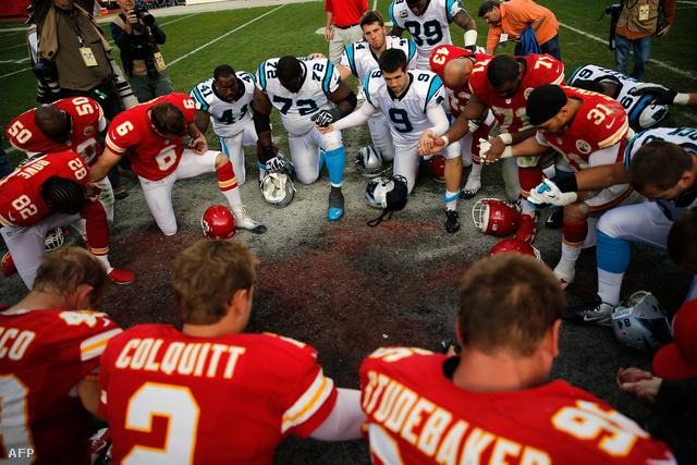 A Chiefs és a Panthers játékosai a tragédiára emlékeztek