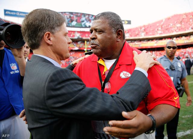 A Chiefs tulajdonos Clark Hunt és a vezetőedző Romeo Crennel