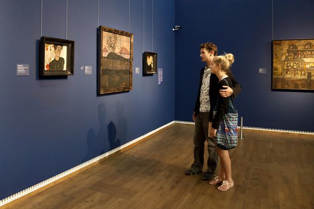 A Leopold múzeumban a férfiaktok mellett például rengeteg Schiele-művet csodálhatunk meg