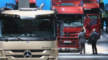 Tőzsdére vinné teherautó-gyártó részlegét a Daimler