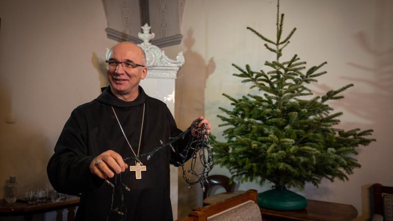 A hit nem csupán dísz egy karácsonyfán