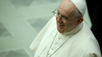 Ferenc pápa a hívők nélküli Vatikánban mutatja be a karácsonyi misét