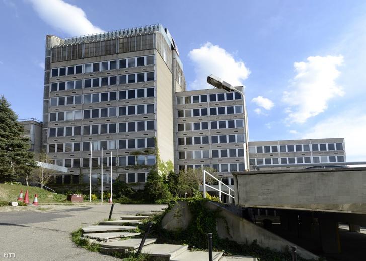 A Duna TV volt székháza a főváros I. kerületében a Tibor utcában. Az épület eredetileg a NIKEX (Magyar Nehézipari Külkereskedelmi Vállalat) székházaként épült 1976-ban Gereben Gábor és Kékesi László tervei alapján. A Duna TV 1994 áprilisában költözött az épületbe itt alakította ki stúdióit. 2011 végéig ez volt az intézmény székháza.