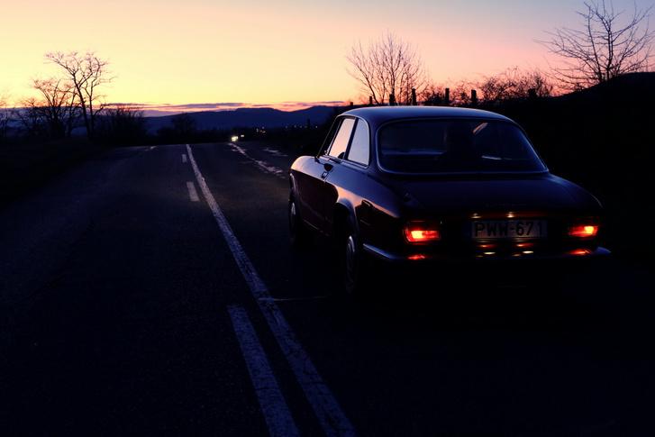 Sose fogom megszokni, hogy ennyire szép autóm van. Legszívesebben nem is mennék vele (pedig azt baromi jó), hanem letenném a szoba közepére és bámulnám