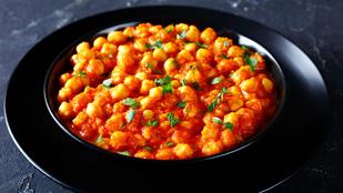 Fahéjas, paradicsomos csicseriborsó-ragu – ha ünnepek után könnyű ételekben gondolkodsz