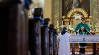 Csak előzetes regisztrációval lehet elmenni az egyházi vezetők karácsonyi szentmiséire és istentiszteleteire