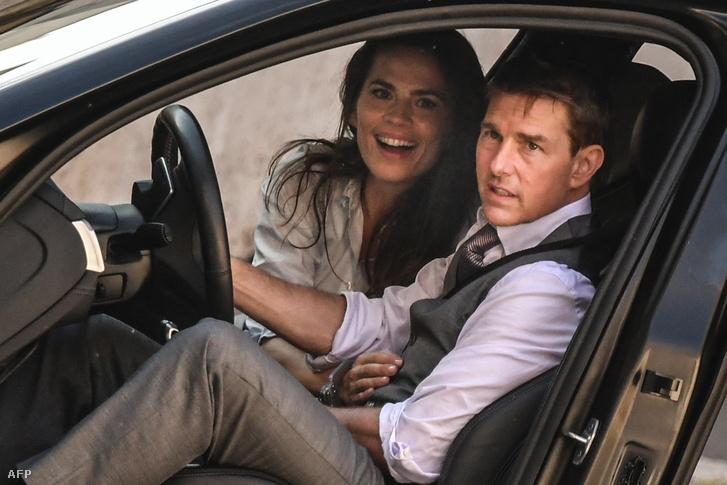 Hayley Atwell színésznő és Tom Cruise a Mission Impossible 7 forgatásán