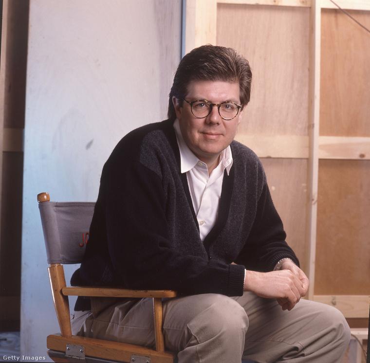 Ez a kép 1990-es, John Hughes látható rajta. Nevéhez tini- és családi filmek fűződnek a '80-as és '90-es évekből, forgatókönyveket írt, például a Nulladik órát és a Huncutkát ő is rendezte, a Reszkessetek, betörők!-nek a producere és írója volt. Hughs 2009-ben, 59 évesen hunyt el szívrohamban.